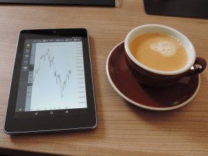 Aktienkurs beim Kaffee