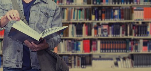 Student liest Buch